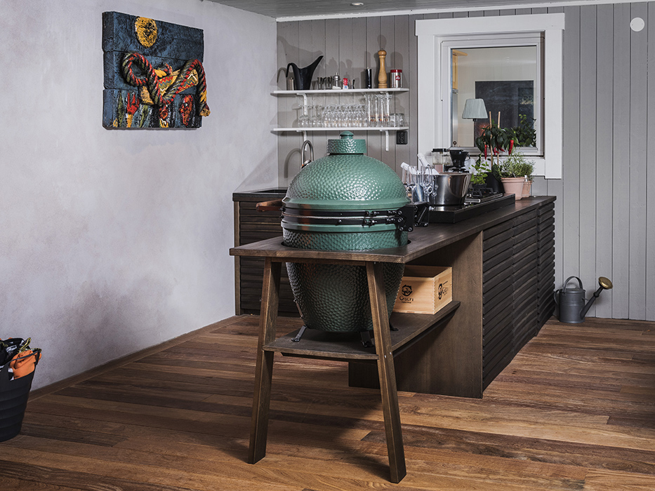 Platsbyggt utekök med Big green egg