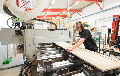 Modern produktionsanläggning hos Trädesign