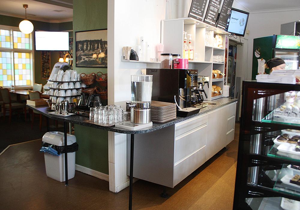 platsbyggd inredning på café